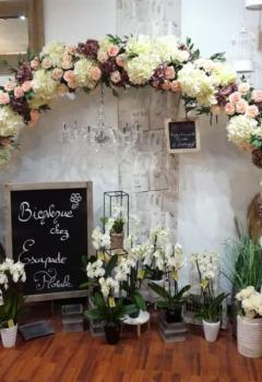 Location de l' ARCHE XXL en fleurs artificielles de chez Escapade Florale (Roncq).