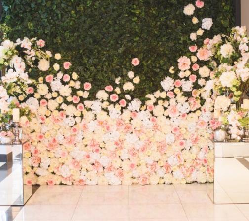 Mur végétal en fleurs naturelles  d'Escapade Florale à Roncq. C'est du sur mesure !